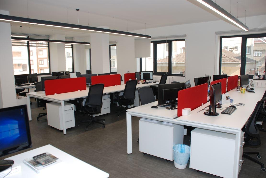 Kırmızı Açık Ofis